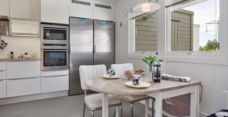 Pent kjøkken med innredning fra italienske Inmente i typen GeD Seta class hvit