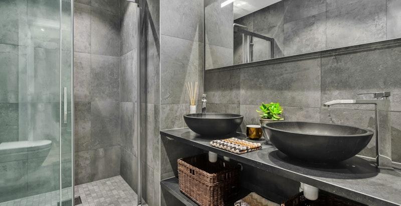 Rålekkert bad/wc med varmekabler i gulv over 60x60 fliser