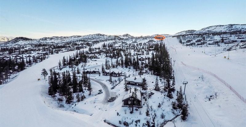 Toreskyrkjavegen 220, tomt 46 i H28, omtrentlig markert på flyfoto av vestre del av Gausta Skisenter tatt 2017-2018-sesongen