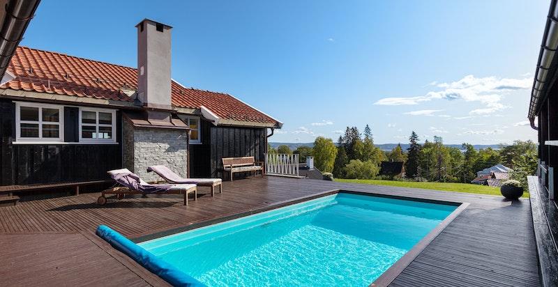 Usjenert terrasse med flott utsikt.