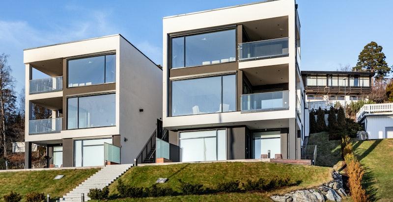 En meget usjenert beliggheten med sol hele dagen, 2 fotte terrasser i ly for vind og vær.