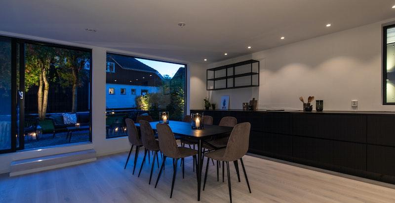 Kveldsfoto av kjøkken