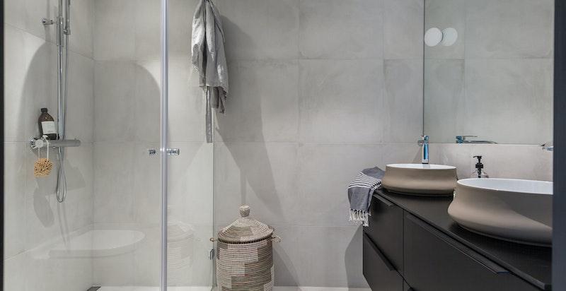 Hovedbad/wc med direkte adkomst fra hovedsoverom