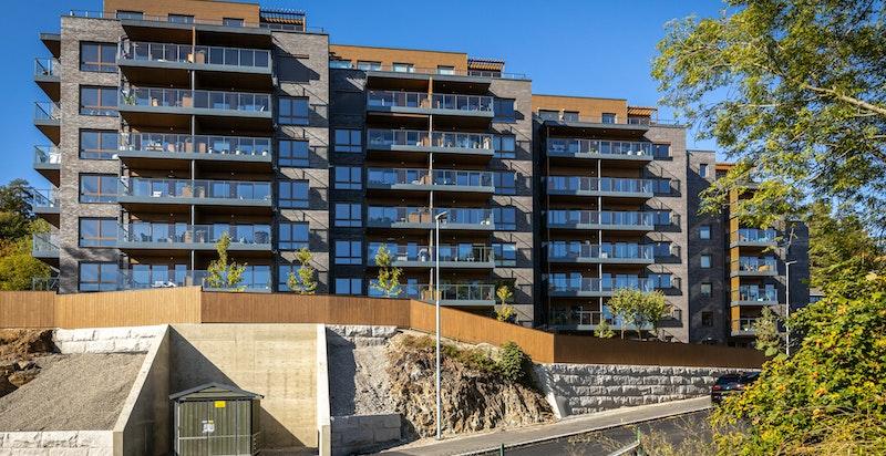 Moderne fasade og flott arkitektur. Boligen ligger flott til i 7. etasje.