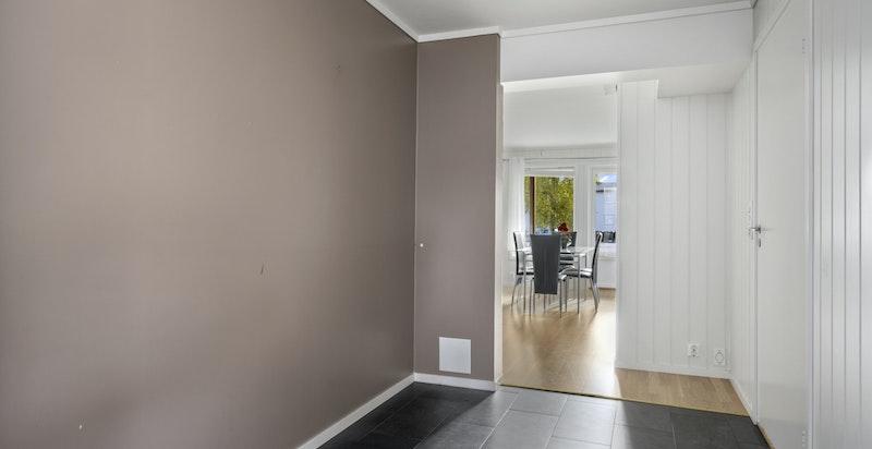 Lys og innbydende leilighet med god planløsning fra 2014.
