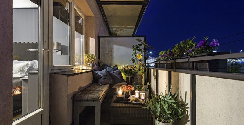Sørvendt balkong med sol fra ca. 10-18