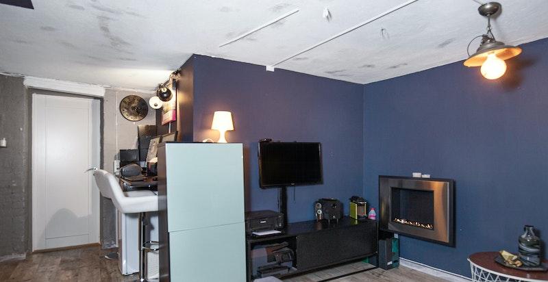 Kjellerboden: 1 av totalt 4 boder som leiligheten disponerer. Nylig oppgradert.
