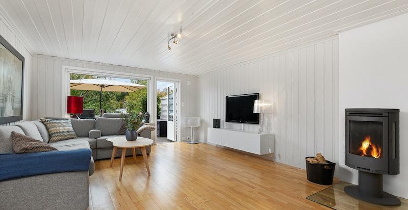 Stue i U. etg med utgang til terrasse og hage