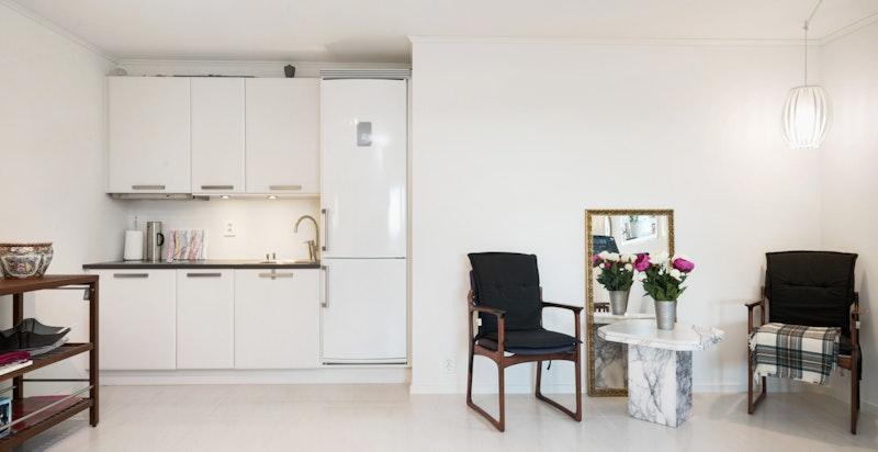 Underetasje: Åpen stue/kjøkkenløsning tilknyttet 2 soverom og bad. Kan benyttes som praktikantdel eller utleie