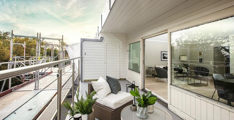 I forbindelse med fasade og terrasserehabiliteringen fikk terrassen nytt dekke.