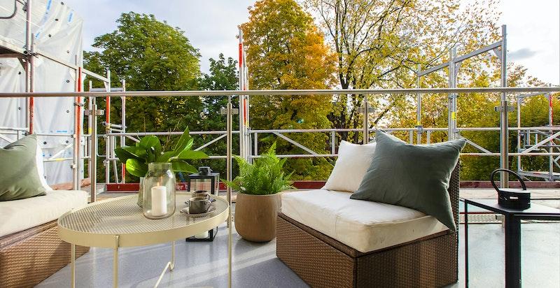 Du har også koselig utsikt over området og særdeles om ingen innsyn på terrassen og inn i stuen din.