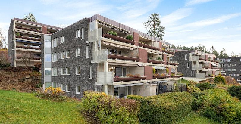 Fasade - sameiet har utført store opgraderinger i nyere tid, bl.a. ny kledning på kortsidene, nye vinduer og tak.
