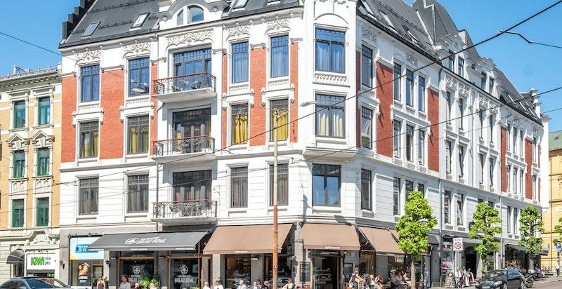Fra boligen er det gangavstand til Solli plass, Frogner, Aker Brygge og sentrum.