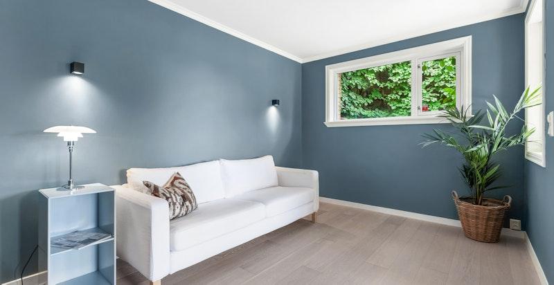 Det store rommet i sydenden av leiligheten egner seg godt som f.eks. tv-stue, bibliotek, kontor eller soverom