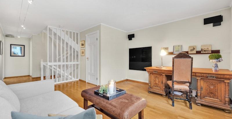 Stort allrom/gang med trapp, en praktisk innvendig bod, samt tre fine soverom