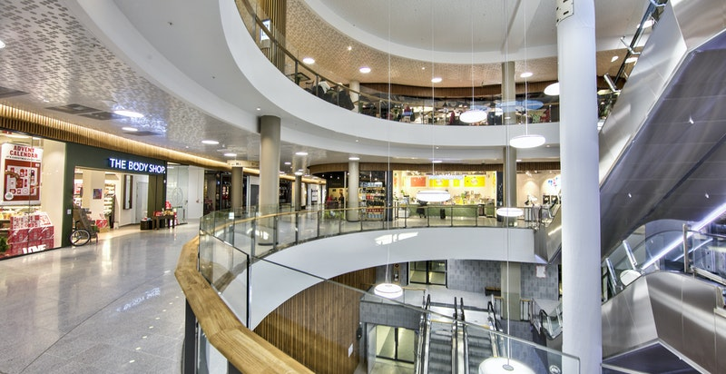 Fornebu S byr på et rikt utvalg av forskjellige butikker, serveringssteder, treningssenter, m.m.