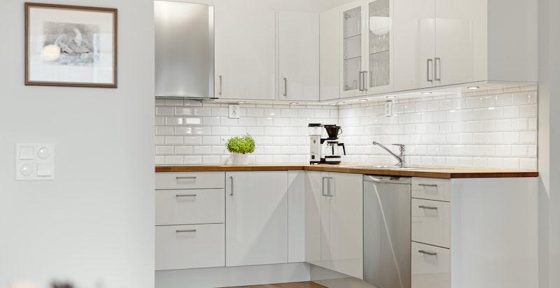 NOREMA kjøkkeninnredning med hvite høyglans fronter oppgradert i 2015