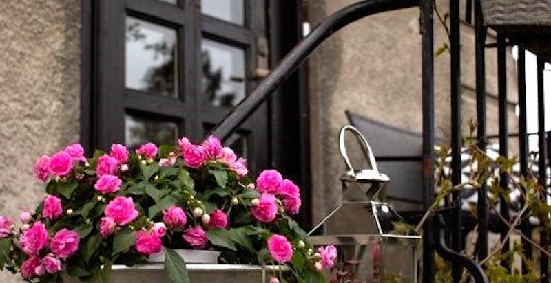 Inngang med balkong