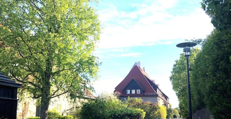 Eiendommen ligger til fredelig stikkvei som ender opp ved Ullevål skole