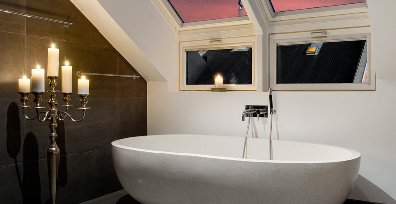 """Spektakulært badekar med """"sky view"""""""