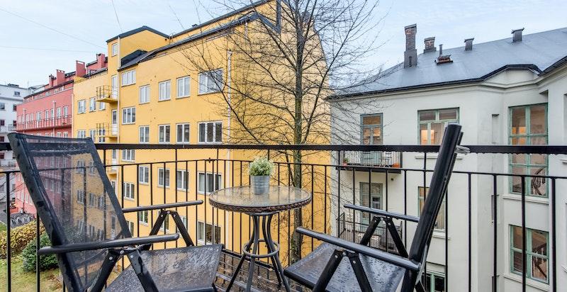 Leiligheten har to balkonger, en men utgang fra stue og en fra soverom