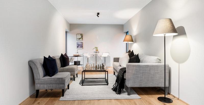 I 2. etg. finnes en ekstra stue, eller soverom/kontor.
