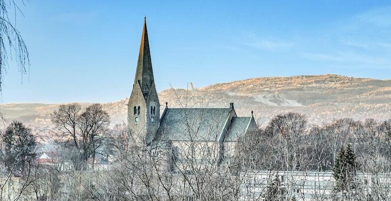 Utsikt nord/vestover mot Holmenkollen via Vålerenga kirke