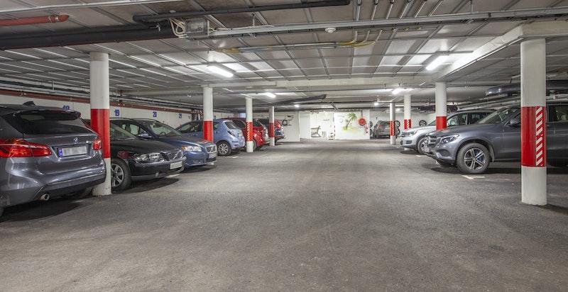 Garasjeplass i fellesanlegg i underetasjen