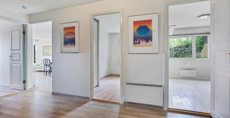 Leiligheten har en praktisk og arealeffektiv planløsning med store rom