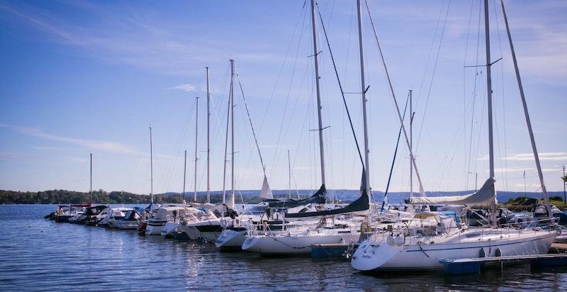 I nærområdet er det flere marinaer med utleie av båtplass