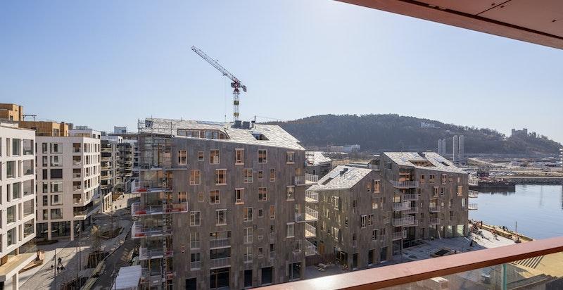 Utsikt fra balkongen mot nærmiljø/Vannkunsten.