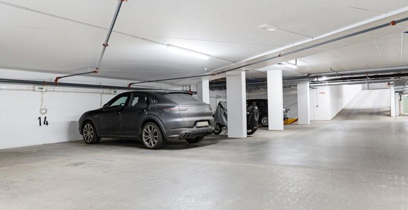Det er mulighet for å kjøpe garasjeplass nr. 14 som er forberedt for elbil-lader.
