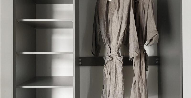 Garderoberom i tilknytning til hovedsoverom
