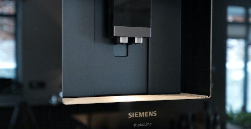 Integrert kaffemaskin fra Siemens sikrer en god morgen.