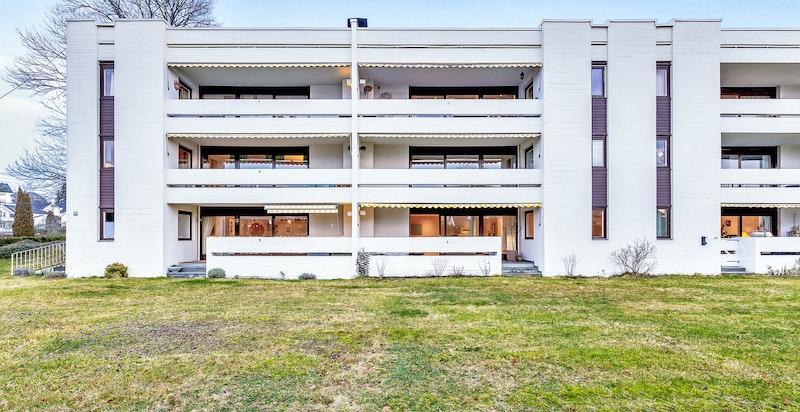 Velkommen til Gamle Ringeriksvei 13A. En stor og fin 2-roms selveieleilighetn med attraktiv beliggenhet.