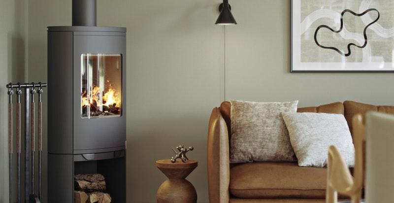 Detalj i stue, konseptet Tidløs. Elegant, rentbrennende peisovn. Illustrasjon.