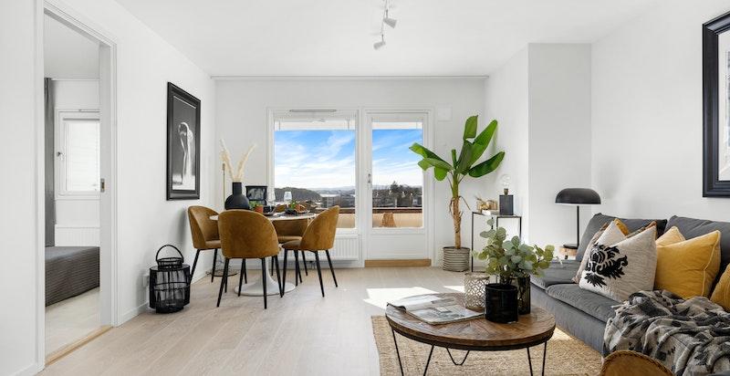 Innvendig holder boligen høy standard på overflater, innredning og utstyr.