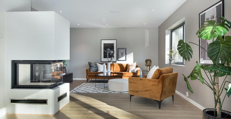 Rommet har en utforming som gjør det lett å møblere med flere soner
