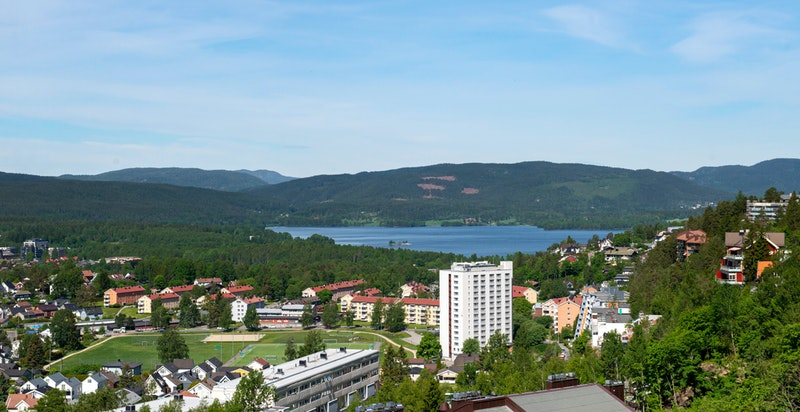 Spektakulær utsikt over byen og fjorden