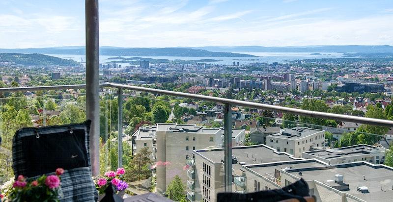 Fra terrassen og utsikten