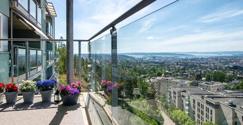 Detalj fra terrassen og utsikten