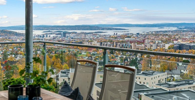 Detalj fra terrassen med spektakulær utsikt
