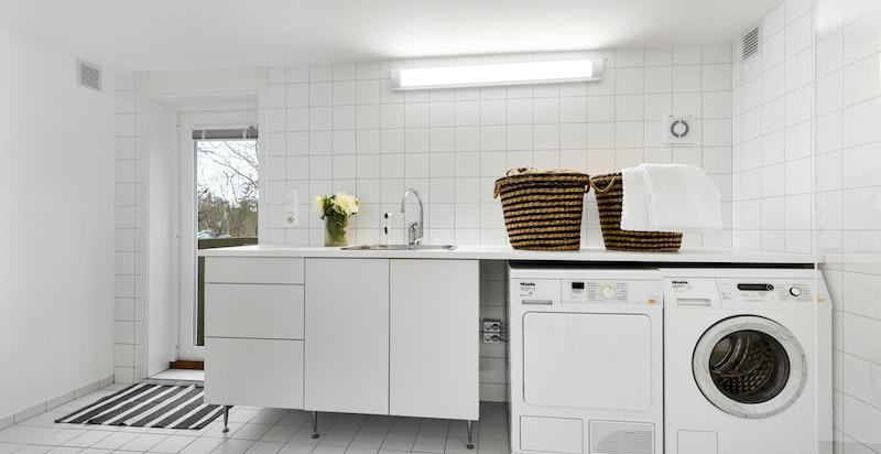 Praktisk vaskerom med egen inngang