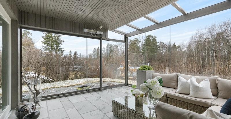 Vestvendt vinterhage (15 m2) med videre adkomst til hage