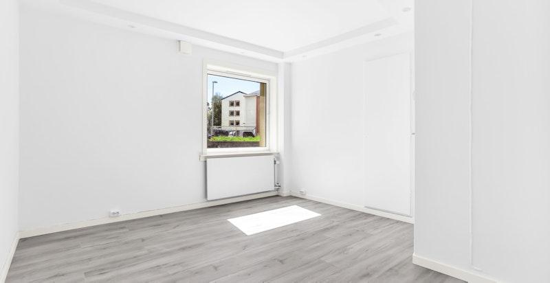 Det er plass til dobbeltseng og tilhørende møblement.
