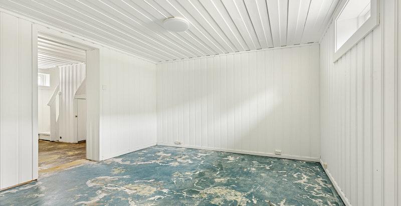 Tidligere eier har benyttet rommet som kjellerstue.