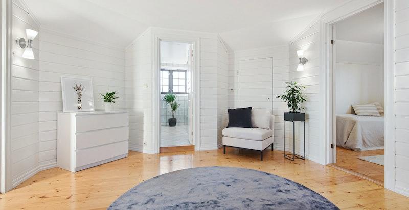 Hall/stue i 2. etasje