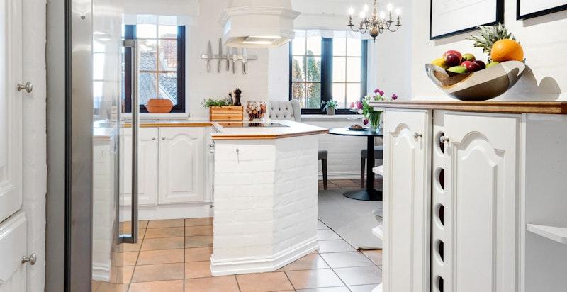 Fra kjøkkenet - fliser med varmekabler på gulv