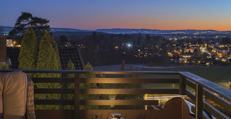 Flott utsikt mot Oslofjorden fra takterrassen