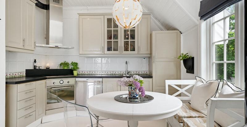 Plass for koselig kjøkkenspiseplass